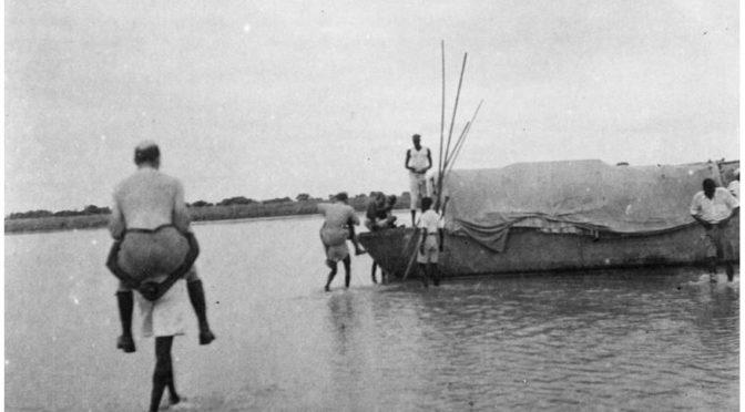"""1936: Den Franzosen auf dem Buckel. Expeditionsfotografie """"Mission Sahara-Cameroun"""""""