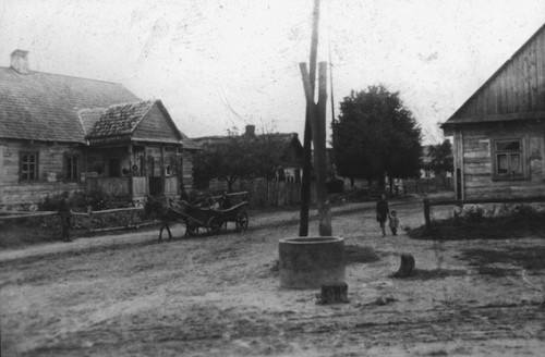Pologne. Village chrétien près de Lunna Wola (Faucher)