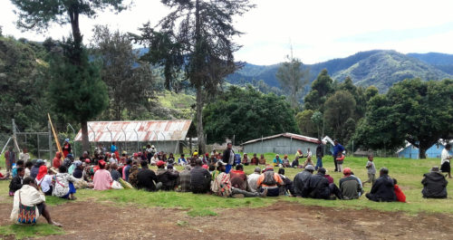 Project presentation at St Therese's School at Denglagu mission (Simbu valley)