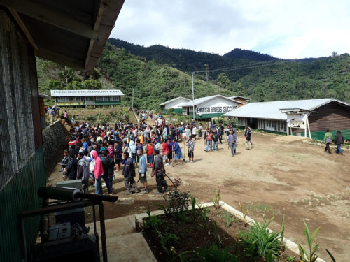 End of school day and beginning of community work at Mt Wilhelm Secondary School (Simbu valley)
