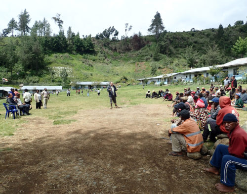 Matthew Leavesley presenting the project at St Therese's School at Denglagu mission (Simbu valley)