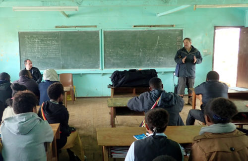 Matthew Leavesley presenting the project at Mt Wilhelm Secondary School (Simbu valley)