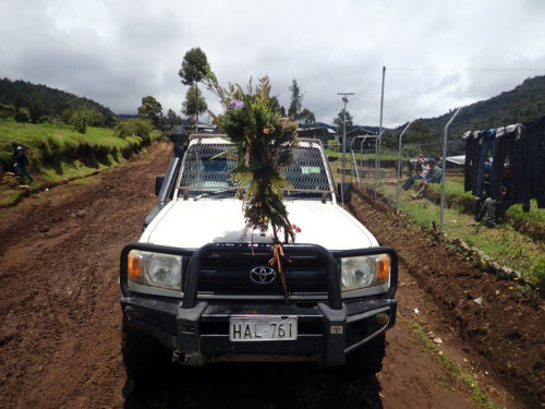 Project car decorated by the Keglsugl village (Simbu valley)