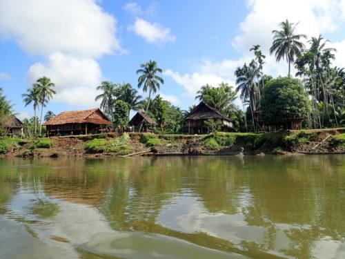Village along the Arafundi river on the way to Imboin village.