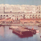 Le port d'Alger devant la place du gouvernement, 1913. Freshwater and Marine Image Bank, Université de Washington. Domaine public via Wikimedia Commons.