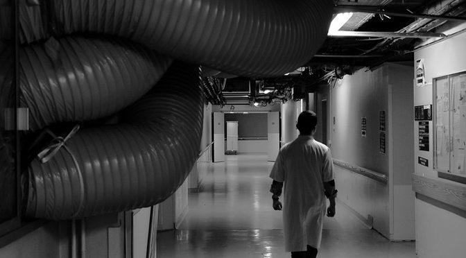 Le travail des soignants en milieu hospitalier. Pistes bibliographiques