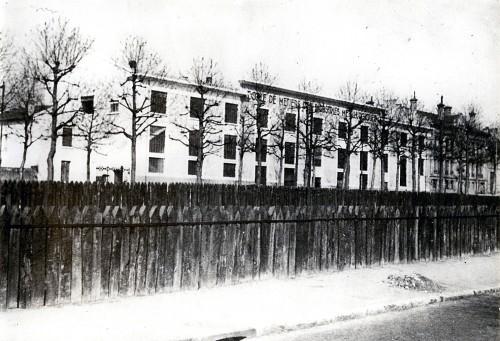 Élévation principale sur le boulevard des Tchécoslovaques de l'École de métiers des industries métallurgiques, entre 1936 et 1958