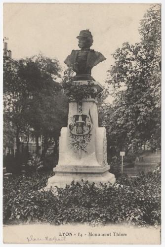 Le monument Edouard Thiers, carte postale vers 1894-1920. Archives municipales de Lyon, 4 Fi 00222. Repro. Archimaine © AM Lyon.