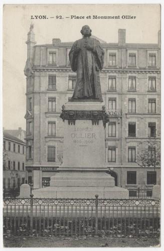 Le monument Ollier, carte postale vers 1907-1920. Archives municipales de Lyon, 4 Fi 00201. Repro. Archimaine © AM Lyon.