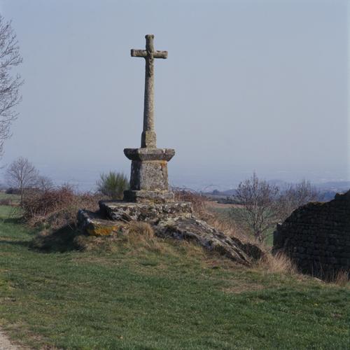 Marcoux (Loire). Croix d'Eculieux, vue d'ensemble