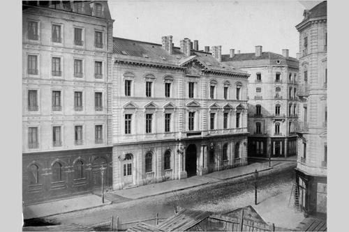 Vue de la banque de France et vue partielle du Grand-Hôtel vers 1857 (?)