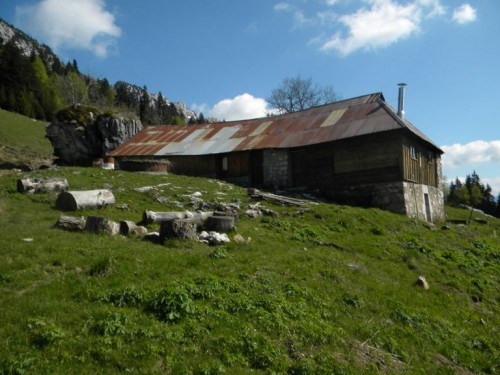 Bellecombe-en-Bauges (Savoie). Chalet de Bornette (1 330 m), vue de la façade nord (Jérôme Daviet © Région Rhône-Alpes, Inventaire général du patrimoine culturel / Parc naturel régional du Massif des Bauges, 2010 - ADAGP)