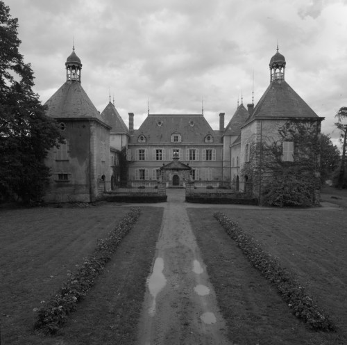 Château de Vaugirard, Champdieu (Loire). Vue générale du château, façade sur cour, depuis le sud