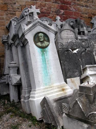 Stèle déposée du tombeau d'Eugène Dumortier, cimetière de Loyasse, 2004