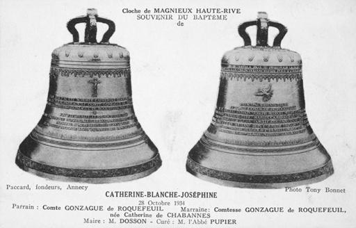 Fig. 14. Cloche de MAGNIEUX HAUTE-RIVE / SOUVENIR DU BAPTÊME DE / CATHERINE-BLANCHE-JOSEPHINE / 28 Octobre 1934 (...). Paccard, fondeurs, Annecy. Photo Tony Bonnet. 1 impr. photoméc (carte postale) : N&B. 1934. Repro. Éric Dessert © Région Rhône-Alpes, Inventaire général du patrimoine culturel, ADAGP, 2005 / Coll. Part. L. Tissier