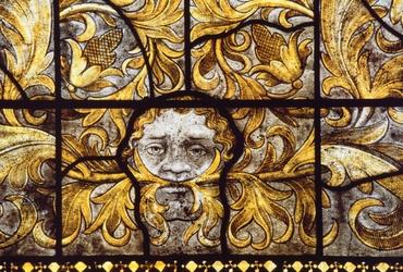 Détail de la baie 2 de l'église abbatiale Notre-Dame d'Ambronay (Ain) : masque de feuilles. Bruno Cougnassout © Région Rhône-Alpes, Inventaire général du patrimoine culturel, 1981 - ADAGP