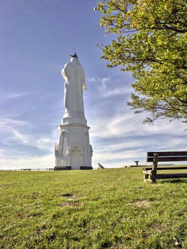 Fig.7. Monton (Puy-de-Dôme). Dos de la statue de la Vierge sculptée par Aristide Belloc, mise en place en 1869.