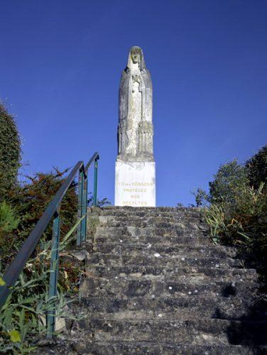 Luzillat (Puy-de-Dôme). Statue de la Vierge, dite Notre-Dame des Moissons, sculptée par Raoul Mabru. Mise en place en 1953.