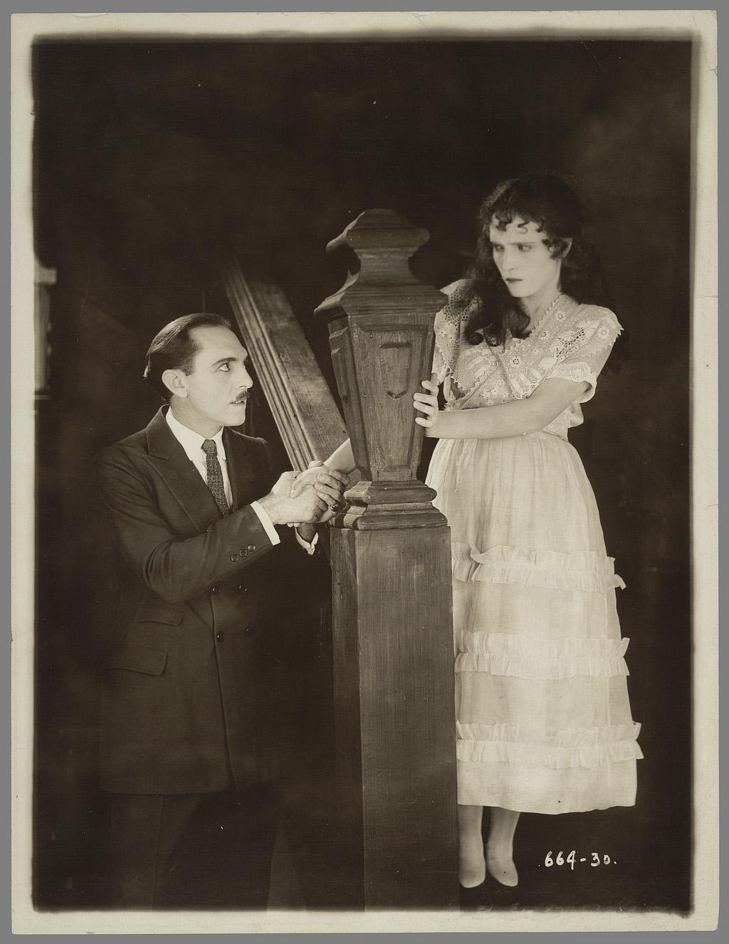 William C. Dowlan, Irish Eyes. Coll. Cinémathèque française. D.R. On notera la talle très haute pour un buste très court.