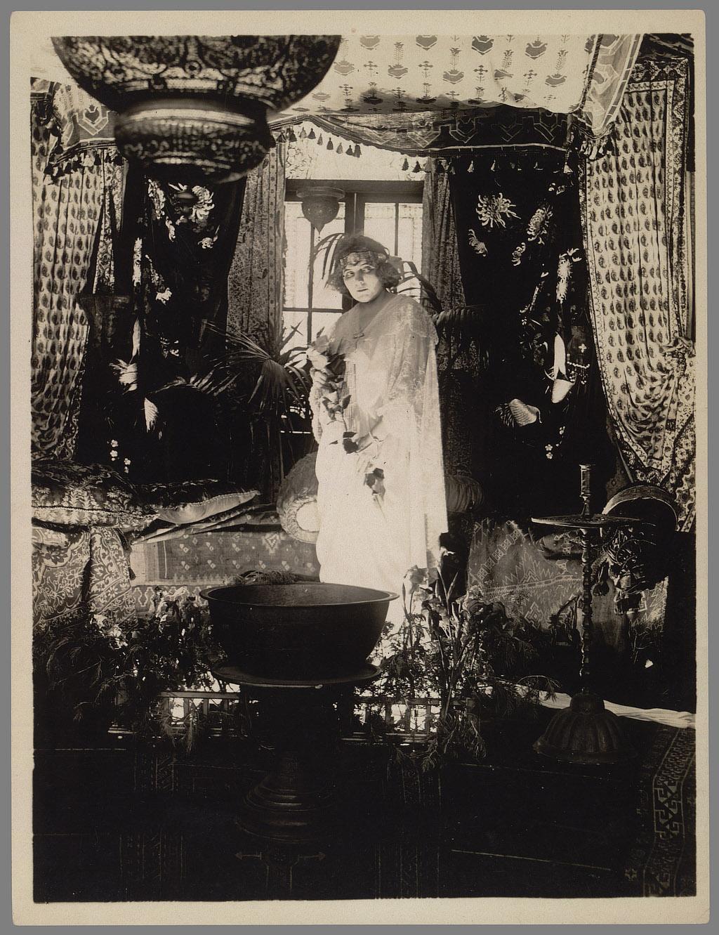Raymond B. West, Wolf Woman. Coll. Cinémathèque française. D.R.