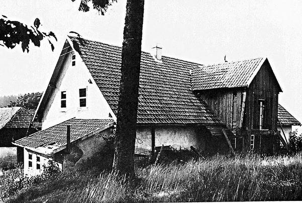 L'annexe de l'hôtel au camp-bas dans laquelle est aménagée la chambre à gaz, 1951 (fonds Denkmalarchiv).