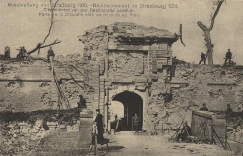Porte de la Citadelle à Strasbourg, côté de la route du Rhin, après le bombardement de 1870 (Denkmalarchiv, DRAC Alsace)