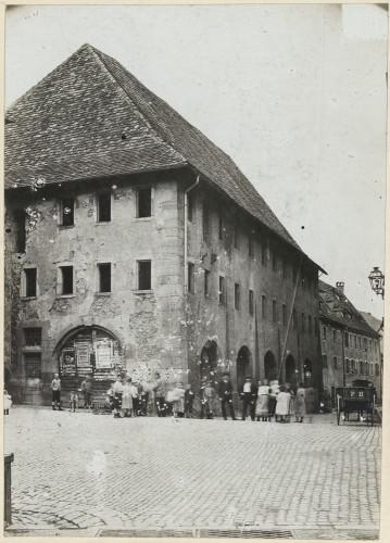 La Halle aux Blés de Thann avant la première guerre mondiale. Auteur : Dr Hoeber, 1912 (Denkmalarchiv, DRAC Alsace)