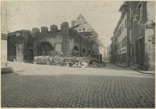 La Halle aux Blés de Thann après les bombardements. Auteur : Adolphe Stuber, 1918 (Denkmalarchiv, DRAC Alsace)