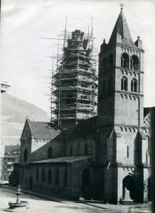 Restauration de la tour de croisée de l'église Saint-Léger de Guebwiller. S.n., années 1920 (Coll. Bruno Gélis, droits réservés)