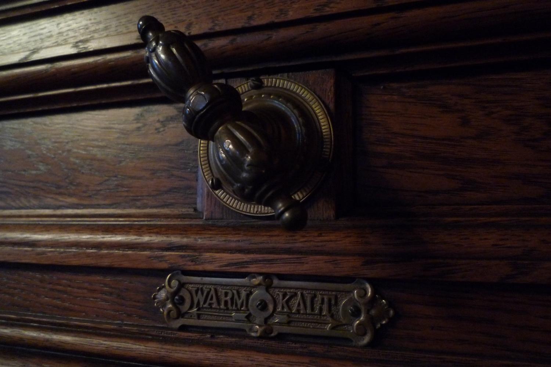 Robinet de manœuvre des volets métalliques dans le salon de l'Empereur, auteur : Keyne Richard, 2014(© DRAC Alsace)
