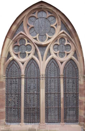 Vue extérieure d'une baie du bas-côté sud avec sa verrière de protection redessinant la résille de plombs du vitrail. Cliché : Olivier Munsch (DRAC Alsace)