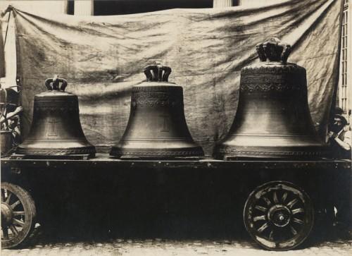 Cloches déposées, destinées à être fondues, 1917 (Denkmalarchiv, DRAC Alsace)