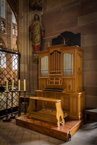 L'orgue de la chapelle Saint-Laurent. Cliché : Claude Truong-Ngoc (Wikimedia Commons)