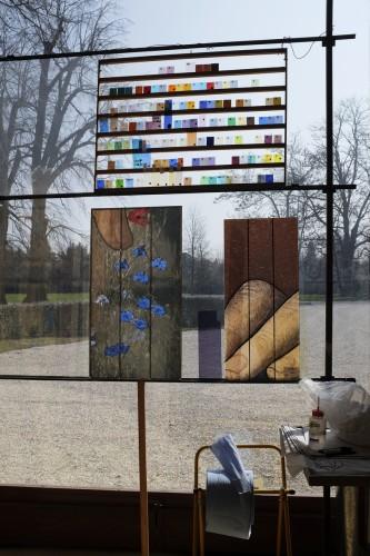 Premiers panneaux d'essais dans l'atelier du maître verrier Pierre-Alain Parot. Aiserey, mars 2015. Cliché : Zabou Carrière