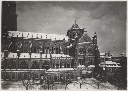 Tour de croisée de la cathédrale après le bombardement de 1944 et protection du portail Saint-Laurent (Denkmalarchiv, DRAC Alsace)