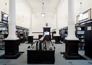 Researchers' Reading Room 2, retaining the atmosphere of the old Imperial Library (2nd floor)