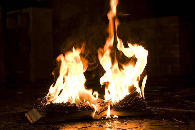 Burning knowledge - Chris Makarsky - CC BY-NC-SA