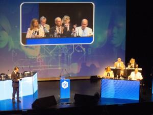 Lors de l'ouverture du congrès par Danielle Flécher (derrière), les deux « ennemis » côte à côté (de gauche à droite, Carole Couvert, secrétaire générale, Bernard Van Craynest, encore président de la CFE-CGC et Jean-Frédéric Dreyfus, trésorier national).