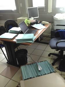 Une salle de consultation à l'UMJ occupée par Océane pour traiter les dossiers archivés