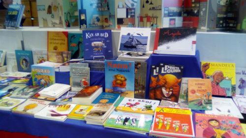 Exposition de livres en breton au Salon du livre jeunesse de Morlaix