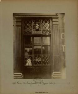 Atget, Au Petit Bacchus, Rue St Louis en l'Ile 61, ca. 1900-1927