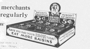 "Fig.8a. Un modèle réaliste de présentoir pour inspirer les vendeurs. ""Sell 18 to 30 cartons a week!"" (détail). Publicité pour Sun-Maid Raisins. Source inconnue. Source : J. Walter Thompson Company. 35mm Microfilm Proofs, 1906-1960 and undated. Reel 35."