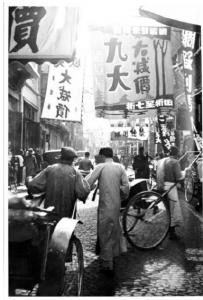 Photo 1 - Joseph de Reviers de Mauny. Rues de Shanghai. Octobre 1932.