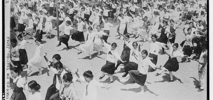 Training for dancing, Japan (LOC), [1926 Oct. 30] , Bain News Service, publisher. Library of Congress, Prints and Photographs Division, Washington, D.C. Pas de restrictions de droits connues.