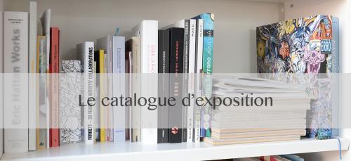 Photos de divers types de catalogues d'exposition