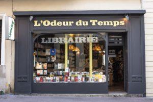 Photographie de la devanture de la librairie L'Odeur du Temps, source : page facebook de la librairie