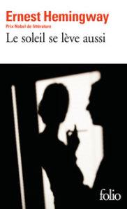 Couverture Le soleil se lève aussi , Ernest Hemingway, traduit de l'anglais (États-Unis) par Maurice-Edgar Coindreau, Gallimard, coll. « Folio », 2017.