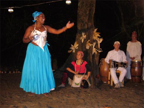 """Spectacle du groupe Afromestizo lors du """"Jour des sorciers"""" à Catemaco"""
