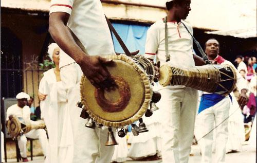 Tambourinaires se présentant lors du Sábado de la rumba