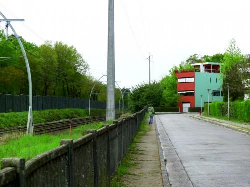Le long de la voie ferrée, Arago et Le Corbusier face à face (un chercheur est caché dans l'image)